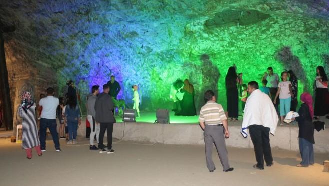 9 günlük tatilde, tuz mağarasını 20 bin kişi ziyaret etti