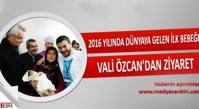 2016 yılında Dünyaya gelen ilk bebeğe Vali Özcan'dan ziyaret