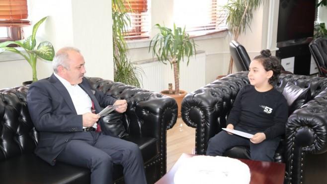 Başkan Esen, 10 yaşındaki Şahin ile sohbet etti
