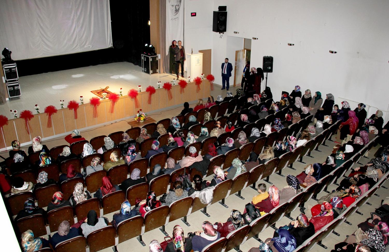 Belediyenin Mevlit Kandili programında Şehitlere dua