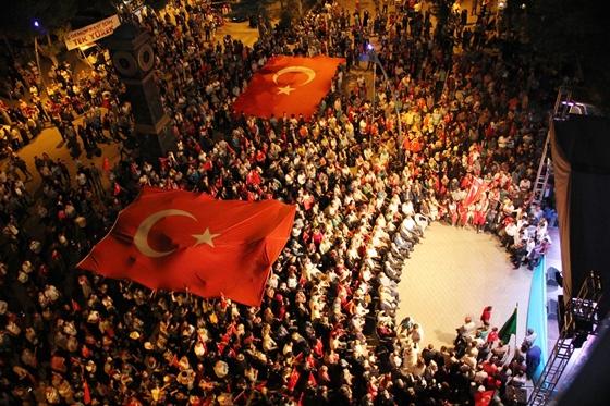 Demokrasi nöbetinin 5 gününde de  vatandaşlar çok yoğun bir katılım gösterdi