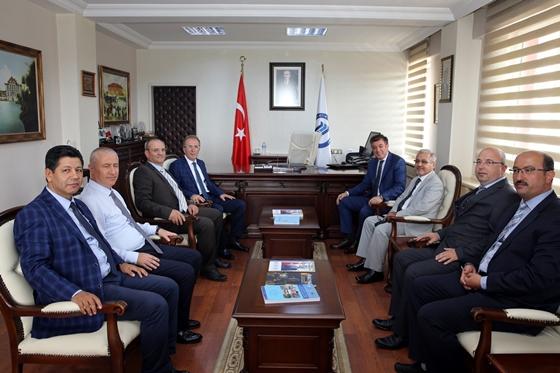 Rektör Ayrancı Bartın Üniversitesi  Rektörü Prof. Dr. Orhan Uzun'u ziyaret etti