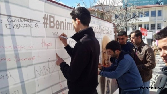 """Saadet Partisi Gençlik Kolları Çankırı İl Başkanlığı """"Gençler Ne istiyor, Fikir Duvarı"""" Etkinliği Düzenliyor"""