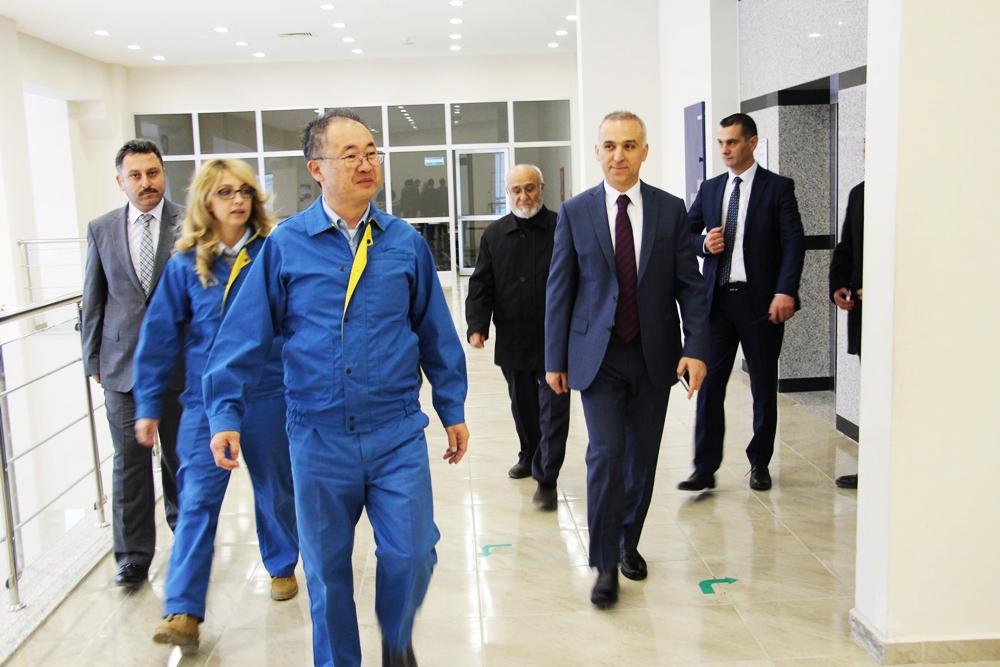 Vali Mesut Köse  Lastik Fabrikasında  incelemelerde bulundu